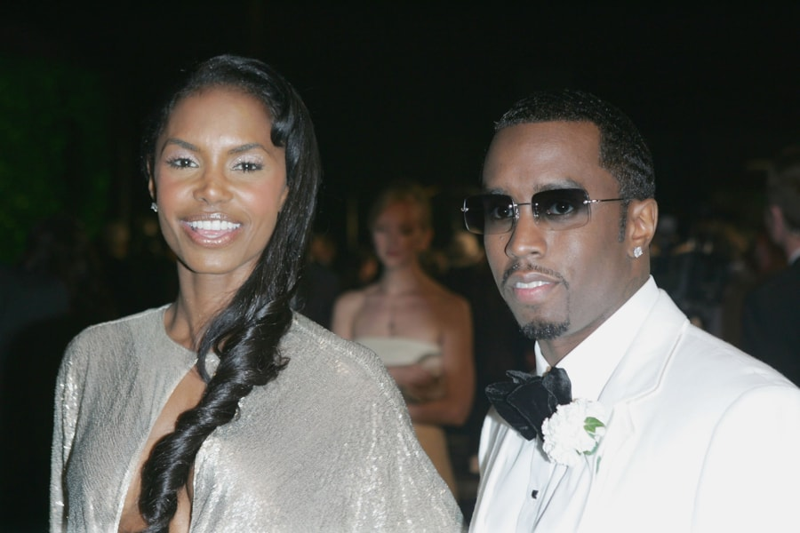 "WEST HOLLYWOOD, CA - FEBRUARY 27:  Actress Kim Porter and Sean ""Puffy"" Combs arrive at the Vanity Fair Oscar Party at Mortons on February 27, 2005 in West Hollywood, California.  (Photo by Frazer Harrison/Getty Images)"