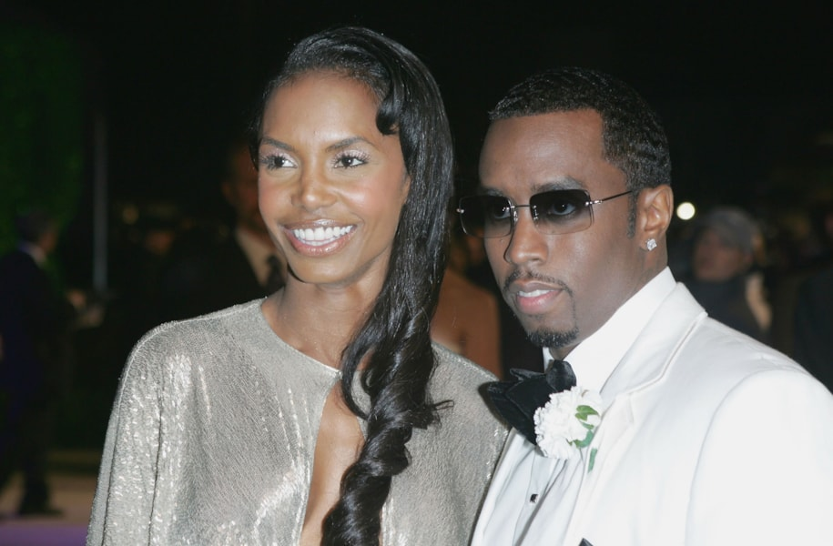 "WEST HOLLYWOOD, CA - FEBRUARY 27:  Actress Kim Porter and mogul Sean ""Puffy"" Combs arrive at the Vanity Fair Oscar Party at Mortons on February 27, 2005 in West Hollywood, California.  (Photo by Frazer Harrison/Getty Images)"